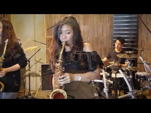 Hello:Someone like you   Adele Saxophone cover by Saxpackgirl
