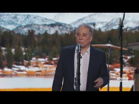 Paul Simon performs 'Bridge Over Troubled Water' at Democratic National Convention
