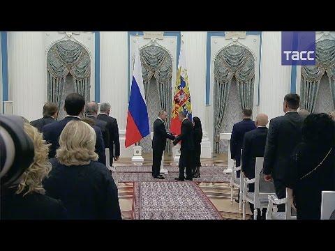 Весь зал встал, чтобы почтить лейтенанта Магомеда Нурбагандова