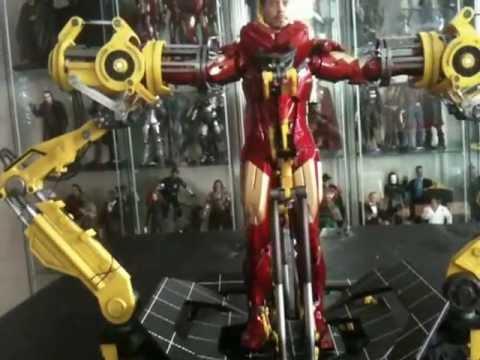 Hot Toys Suit-up Gantry w Iron Man Mark IV