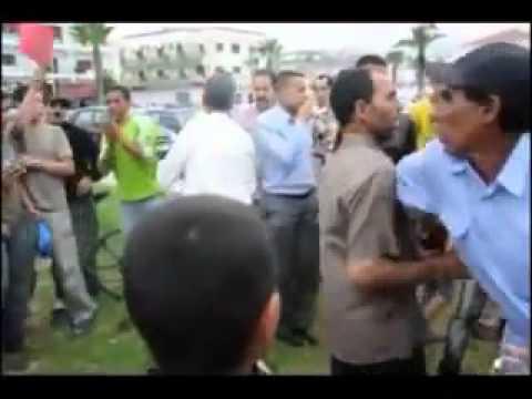 فيديومغربي شجاع يفضح النظام أمام الناس والقبض عليه بسرعة