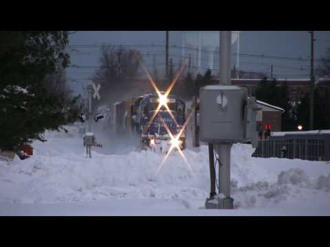 HD: Conrail SD40-2 blasts through Snow! RS3L Echo's into the air!