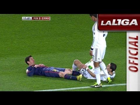 Di María derriba a Messi sobre la línea del área