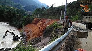 hmong mu cang chai - Máy cẩu xúc đất, ô tô đổ đất 2