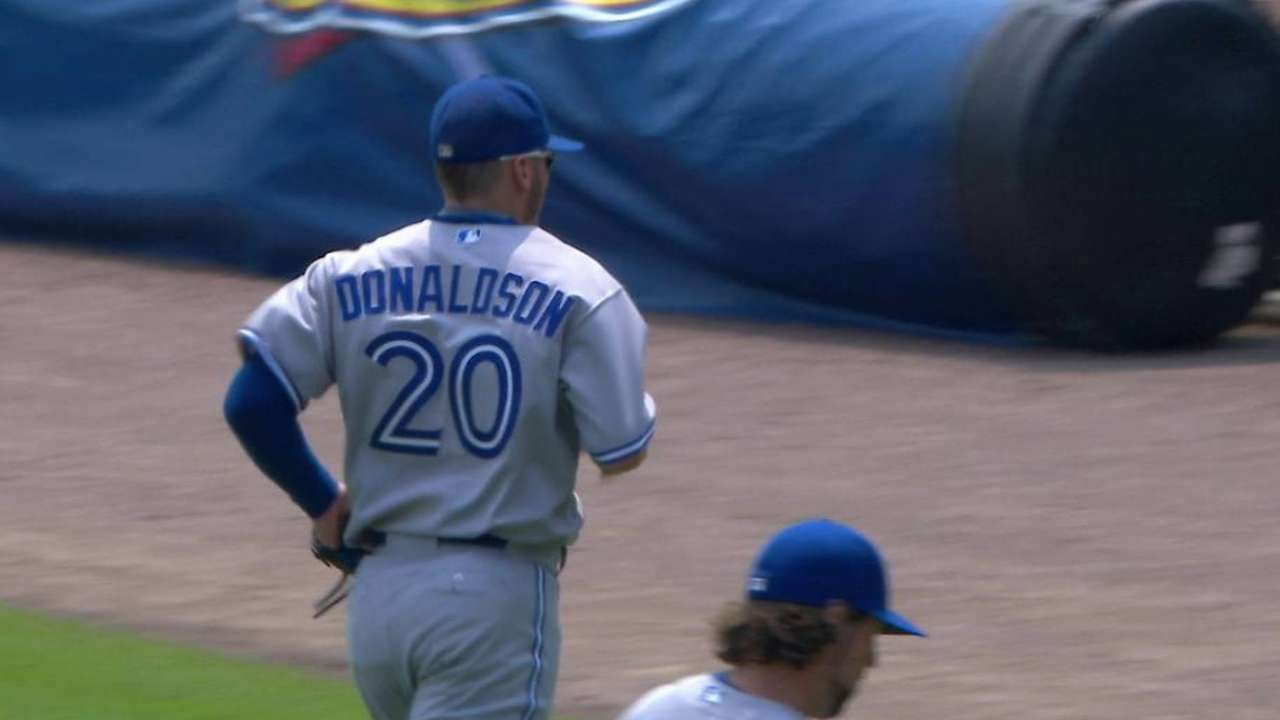 TOR@DET: Donaldson's diving play starts double play