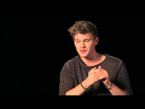 """The Woman In Black 2 Angel of Death: Jeremy Irvine """"Harry Burnstow"""" Behind the Scenes Interview 2"""
