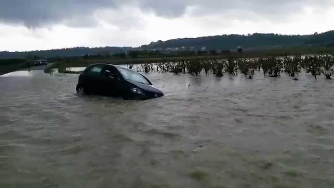 Inondations Gard, le Rhôny est sorti de son lit au pont de ...