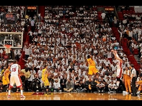 Mike Miller Beats the Halftime Buzzer from the Corner