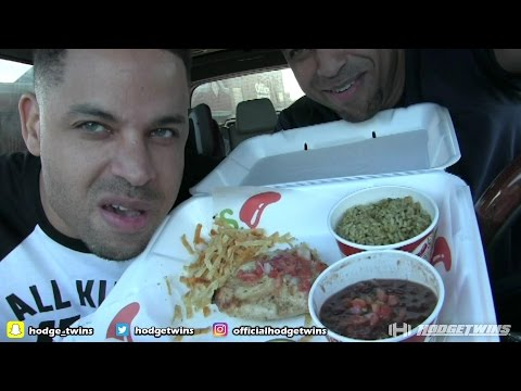 Eating Chili's Margarita Grilled Chicken @hodgetwins thumbnail