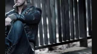 Watch Justin Timberlake Pose video