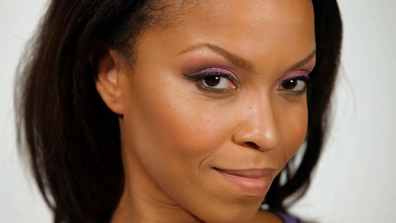 Cómo aplicar maquillaje en negro Mujer (4 pasos)