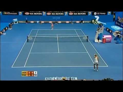 Funny Sharapova's reaction (is she in standby?!?)