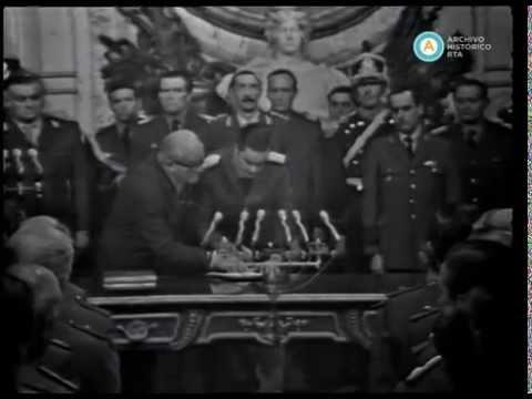 Videla y sus ministros juran sus cargos en la Casa Rosada, 1976