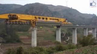 Maschine baut Brücke in China.