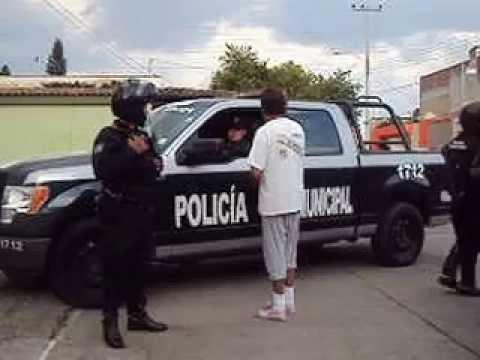 OPERATIVO POLICIAL TLAQUEPAQUE  OCT 2014 .....A  LAS  3 PM  ENSAYANDO  CANTO
