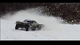Losi 5ive t on snow and ice - extreme drifting. Zenoah G290, DDM Dominator, Walbro wt990.