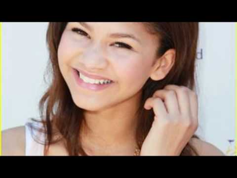 Watch me-Bella Thorne feat Zendaya Coleman/Shake it up (Pictures+Reversed)