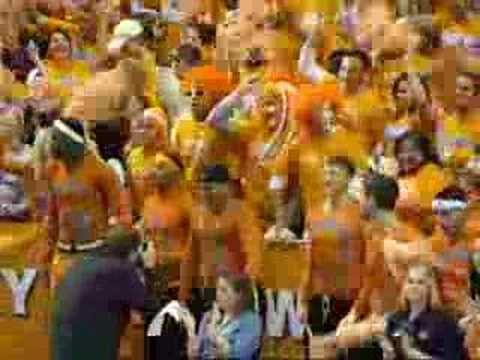Coach Bruce Pearl cheers on Lady Vols Video