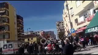 """Ora News - Aksident në Fier, """"Benzi"""" përplas dy të moshuara"""