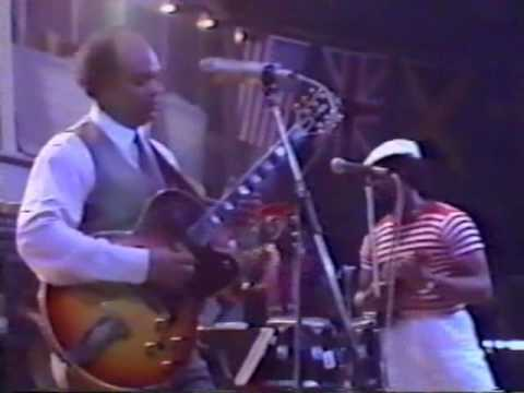 Eric Gale Multiplication Live at Montreux Jazz Festival, Jul. 23, 1982 Eric Gale's Band Miles Jaye, Ted Lo, Jeff Medina, Neddy Smith, Winston Grennan, Freddi...