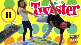 PAUSE CHALLENGE Jugando a TWISTER / Family Fun Vlogs