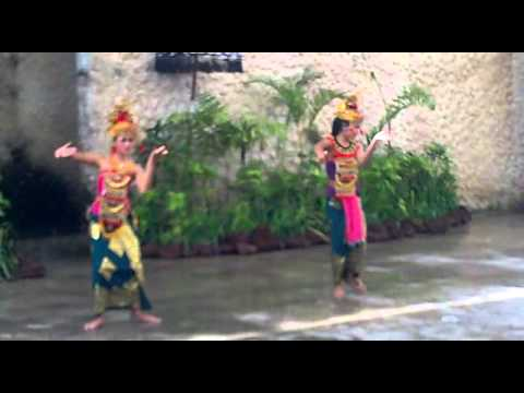 Tari Bali In Garuda Wisnu Kencana Part 1 video