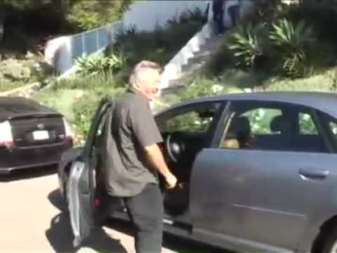 (Paps harrasment watch at your own risk) Ellen & Portia @ Sacha Baron Cohen s house 10/19/08