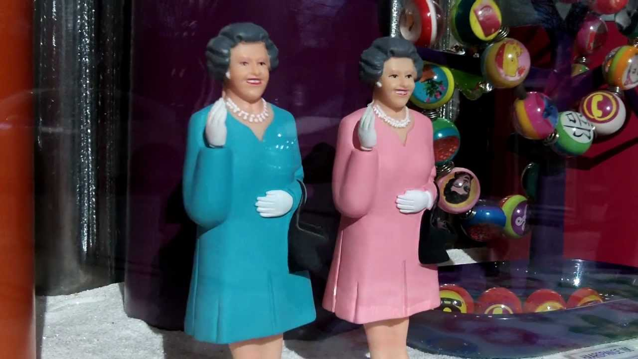 Queen Of England Waving The Happy Queen  electric toy