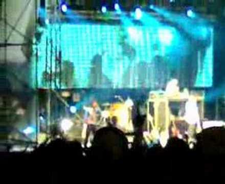 Beastie Boys-Intergalactic (Live in Sg)