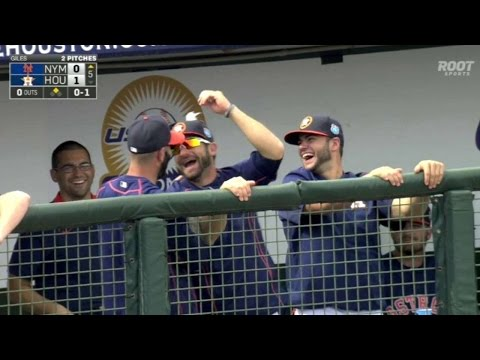 NYM@HOU: Astros place bubble gum on player in dugout
