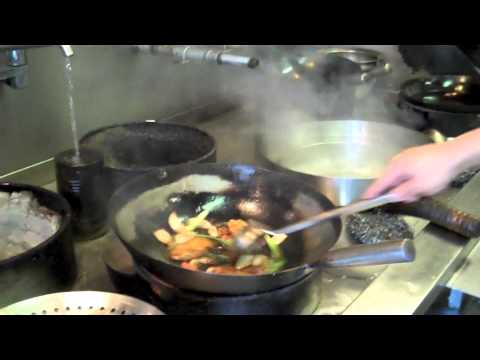 Cooking: How to use a Chinese wok
