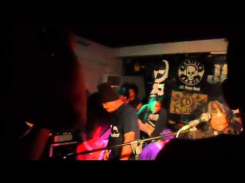ATTHISMO - MONUMENTO  (live @ Rakista Radio Jam, Back to the 90's Bar, QC, Philippines )