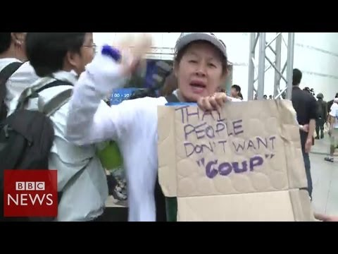 Protestors face Thai army - BBC News