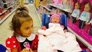 Little Girl Doing Grocery Shopping / Cute  Baby Reaction
