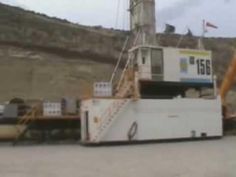 Camiones petroleros Mack trabajando (Patagonia Argentina).flv