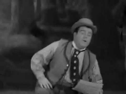 "Abbott & Costello - Lou Attempts to Sing ""My Bonnie Lies Over the Ocean"""