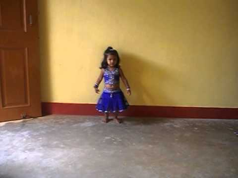 Jiya Dancing On Why This Kolavari Dee video
