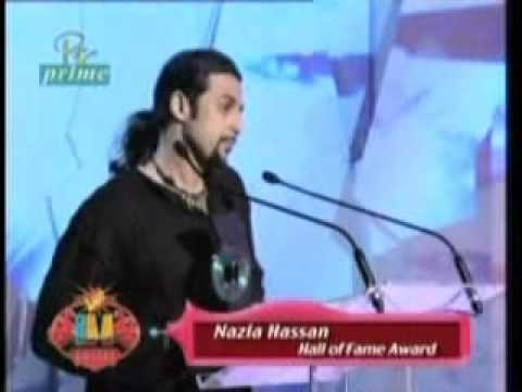 Salman Ahmad of Junoon accepting an award on behalf of Nazia Hassan