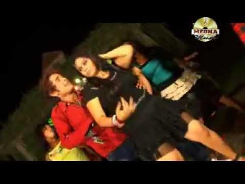Bhojpuri Sexy Hot Girl Dance Video Song Of 2012 D.j Pe Dance Karle From Mal Tanatan Ba video