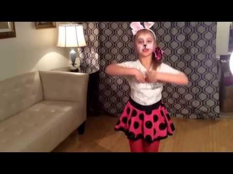 Chinese Childrens Song Xiao Tuzi Guai Guai ( Good Little Bunny) video