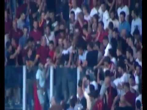 Rodrigo Taddei in Curva Sud a Roma Fiorentina