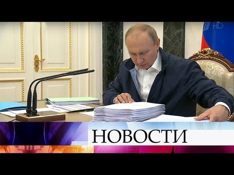 """В ходе подготовки к """"Прямой линии"""" Владимир Путин уже изучает поступившие вопросы и обращения."""