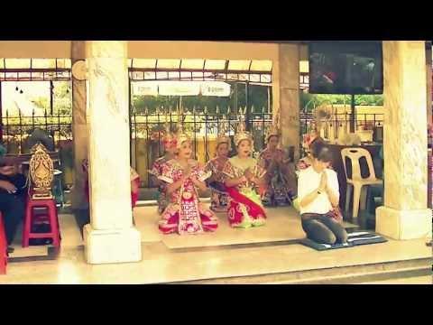バンコク・エラワンプーム(祠)のタイ舞踊 Thai Dancing at Bangkok Erawan Shrine