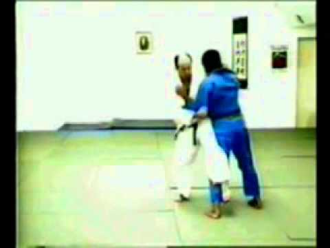 Osoto-otoshi judo throw Image 1
