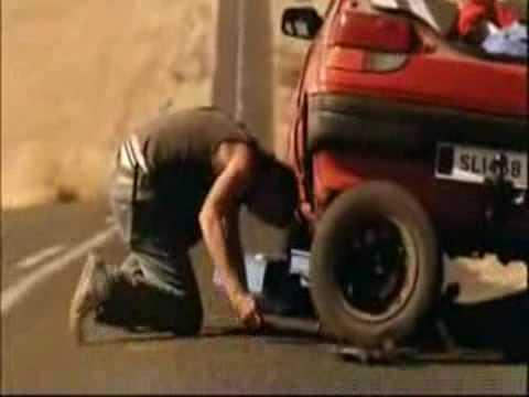 Goodyear: Trocar um pneu pode ser periogoso