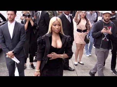 Nicki Minaj and her massive cleavage arrive at the Marc Jacobs Fashion Show thumbnail
