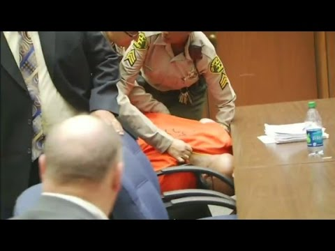 Suge Knight collapses in courtroom