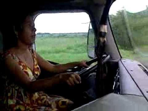mi esposa manejando trailer