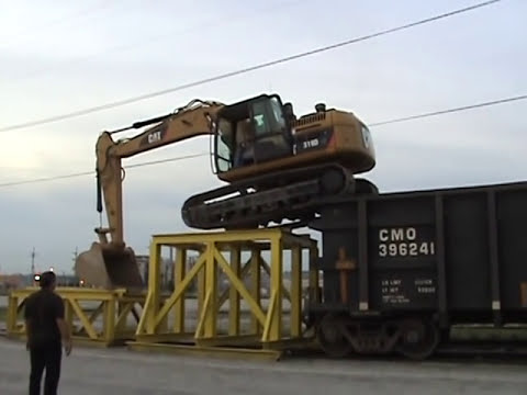Cat 319D LN climbing onto rail car