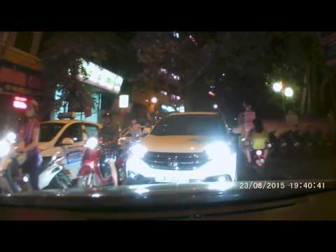 Otosaigon - Honda CR-V lấn làn và hậu quả